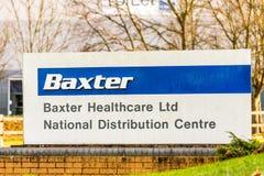 北安普顿英国2017年12月07日:巴克斯特医疗保健分配中心商标签到Brackmills工业庄园 库存照片