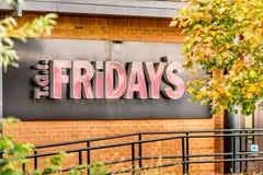 北安普顿英国2017年10月29日:星期五餐馆商标签到Sixfields零售公园 库存图片