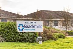 北安普顿英国2017年12月07日:欢迎到Brackmills工业庄园商标标志 免版税库存图片