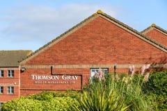 北安普顿英国2017年10月3日:汤普森灰色财富管理商标标志立场北安普顿工业庄园 免版税库存图片
