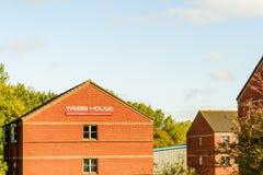北安普顿英国2017年10月3日:韦布议院被特许的会计商标标志立场北安普顿工业庄园 免版税图库摄影
