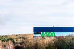 北安普顿英国2017年12月09日:ASDA乔治仓库商标签到Brackmills工业庄园 库存图片