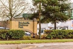 北安普顿英国2017年12月07日:Brackmills商业区商标签到Brackmills工业庄园 库存照片