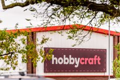 北安普顿英国2017年10月29日:Hobbycraft商标签到Sixfields零售公园 库存图片