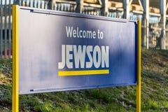 北安普顿英国2017年12月09日:Jewson建造者商人商标签到Brackmills工业庄园 免版税图库摄影