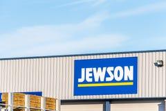 北安普顿英国2017年12月09日:Jewson建造者商人商标签到Brackmills工业庄园 图库摄影