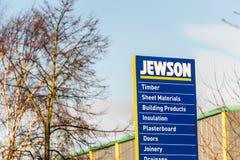 北安普顿英国2017年12月09日:Jewson建造者商人商标签到Brackmills工业庄园 免版税库存图片