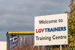 北安普顿英国2017年12月07日:LGV教练员培训中心商标签到Brackmills工业庄园 免版税库存图片