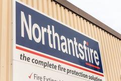 北安普顿英国2017年12月07日:Northantsfire商标签到Brackmills工业庄园 库存照片