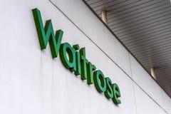 北安普顿英国2018年1月06日:Waitrose大型商场商标标志外部 库存图片