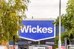 北安普顿英国2017年10月29日:Wickes商标签到Sixfields零售公园 免版税图库摄影