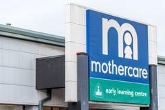 北安普顿,英国- 2017年10月26日:一个Mothercare商标的看法在Nene谷零售公园 库存照片
