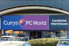 北安普顿,英国- 2017年10月25日:Currys个人计算机世界Carphone在河沿零售公园的仓库商标天视图  免版税库存照片