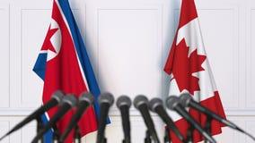 北朝鲜和加拿大的旗子在国际会议或交涉新闻招待会 股票录像