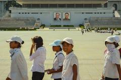 北朝鲜女孩在金日成广场 图库摄影