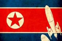 北朝鲜的老难看的东西旗子 军械士 战争 危险 扶手 导弹 免版税库存照片