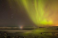 北极光和星在冰岛 免版税库存照片