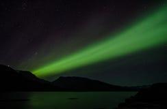 北极光在一个湖的晚上在Igaliko 库存照片