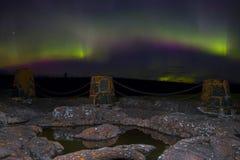 北极光在苏必利尔湖上北部岸跳舞在明尼苏达 免版税库存照片