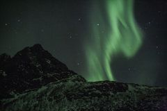 北极光垂直的射线  图库摄影