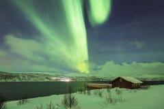 北极光极光Borealis在典型a上的夜 库存图片