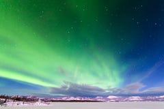 北极光极光borealis强烈的显示  库存图片