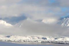 北极冰川横向山海运冬天 库存图片