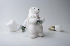 北极熊冬天,在白色背景的圣诞节装饰 库存照片