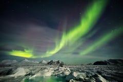 北极风景在极性晚上-卑尔根群岛,斯瓦尔巴特群岛 图库摄影
