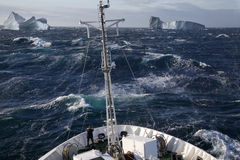 北极-船和冰山-格陵兰 免版税库存照片