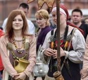 北欧海盗历史衣裳的妇女  免版税库存照片