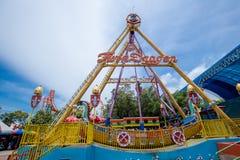 北欧海盗小船名字在themepark的孪生龙与美丽的天空 库存照片