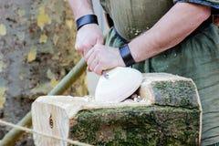 北欧海盗星期在约克,2019年 人弯曲木板材 免版税库存图片