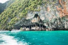 北欧海盗洞鸟的巢收集了的地方 发埃发埃Leh海岛在Krabi,泰国 库存图片