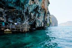 北欧海盗洞, Krabi泰国 库存照片