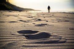 北欧走的体育奔跑步行行动迷离室外人腿tr 免版税库存图片