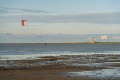 北海海岸的风筝冲浪者 图库摄影