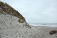 北海的海岸的看法从沙丘的在西兰省在荷兰 库存图片