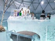 北海道,日本- DEC 13日2016年:一个凉快的冰酒吧占领中间 免版税库存照片