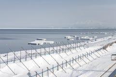 北海道, JAPAN-JAN 31日2016年:海滩由雪盖在Hok 免版税库存图片