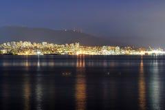 北温哥华区夜视图  库存图片
