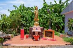 北碧泰国- 2017年5月15日, :在凹陷的Tuek寺庙 库存图片