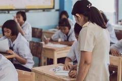 北碧泰国- 7月16日:未认出的好老师giv 库存图片