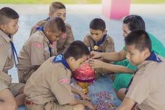 北碧泰国- 6月13日:未认出的老师和男孩s 免版税库存图片