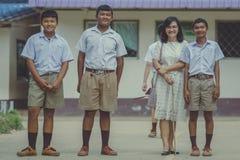 北碧泰国- 6月25日:未认出的老师和stude 库存照片