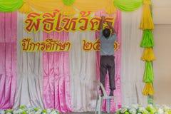 北碧泰国- 6月13日:未认出的老师装饰 免版税图库摄影