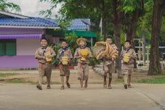 北碧泰国- 6月13日:prepar未认出的童子军 免版税库存图片