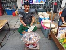 北碧,泰国- 11月26 :泰国a的未认出的人 库存图片