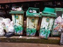 北碧,泰国- 11月25 :绿色三容器站立 库存图片