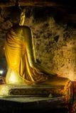 北碧, TH - 11月13日:在Krasae洞的菩萨图象作为道路线铁路世界大战2一部分地方记录 图库摄影